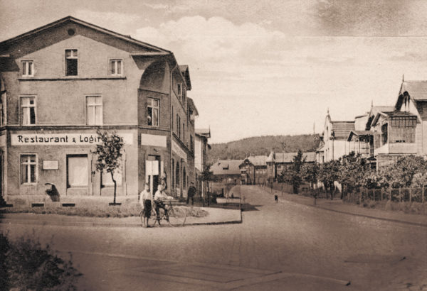 "View from the ""Bahnhofstraße"" onto the train station, ca. 1920"
