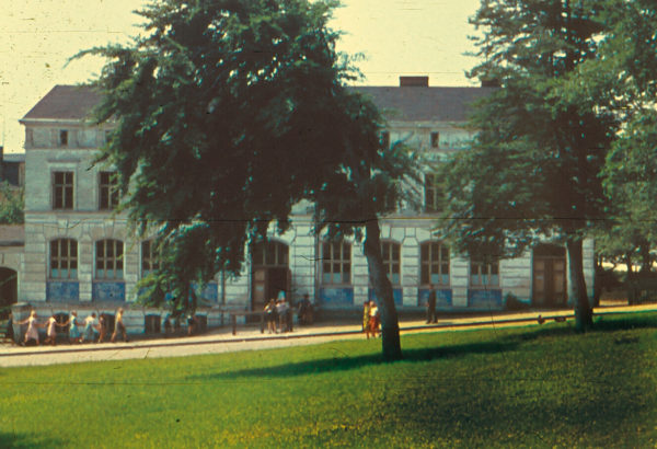 "View from the ""Kirchberg"" onto the school's facade ... 1955, © City Archives and City Library Sassnitz"