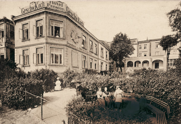 "At the property line to the hotel ""Prinz Heinrich"", ca. 1905"