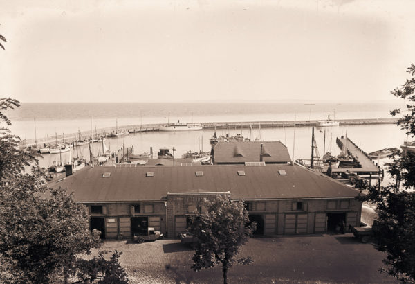 View of the fishing port and fish hall, ca. 1935, © City Archives and City Library Sassnitz