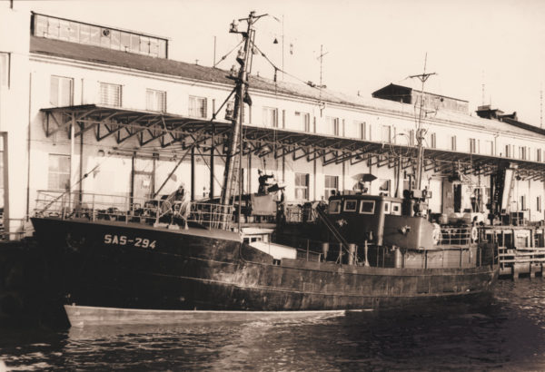 """SAS 294 """"Schwertwal"""" during unloading, 1972, © City Archives and City Library Sassnitz"""