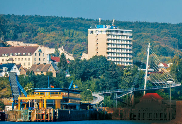 """View of the glass station, bridge and """"Rügen Hotel"""", 2015, © City Archives and City Library Sassnitz"""